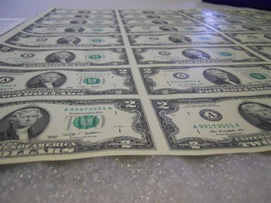 Picture of Неразрезанный  лист банкнот  США номиналом 2$ (8шт)